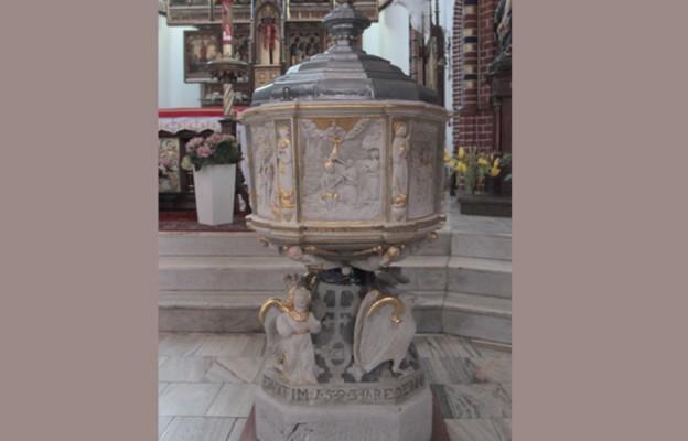 Chrzcielnica wpisana w historię miasta