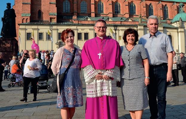 Bp Wiesław Śmigiel w Gnieźnie spotkał swoich wiernych z diecezji toruńskiej