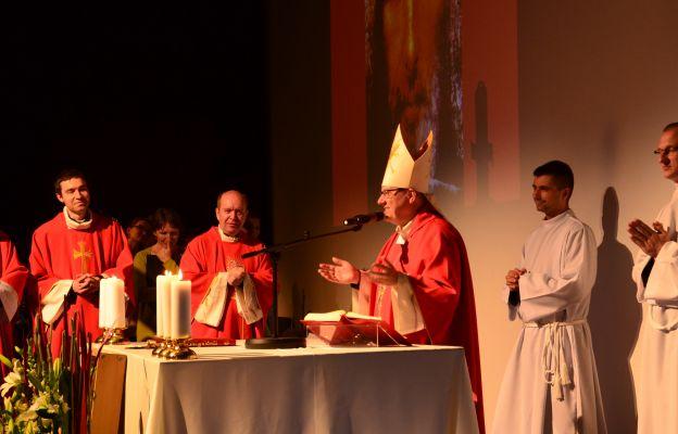 Eucharystia w Wigilię Zesłania Ducha Św. we Wrocławiu sprawowana przez o. bp. Jacka Kicińskiego