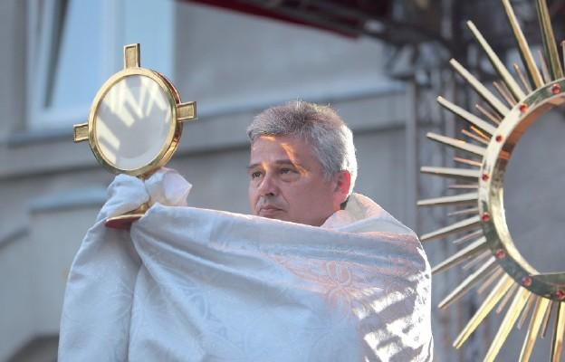 Dzieło miłosierdzia pod okiem kardynała