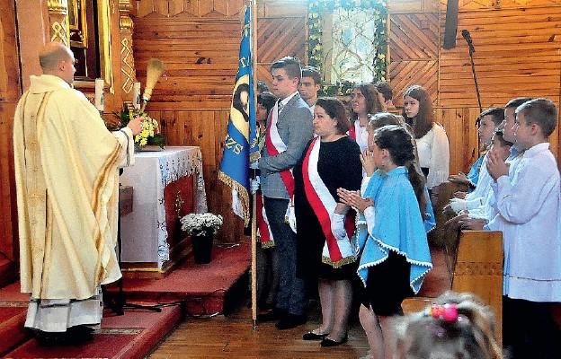 Szkoła w Majdanie Starym ma nowy sztandar