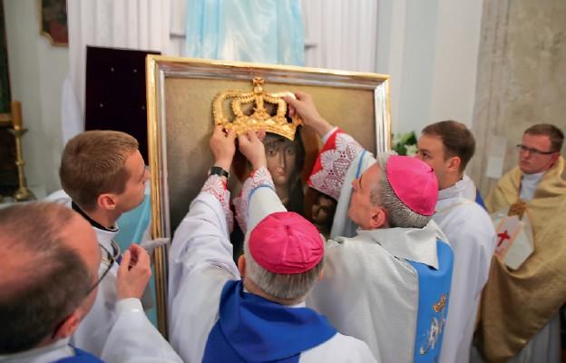 Nałożenie koron na obraz Matki Bożej