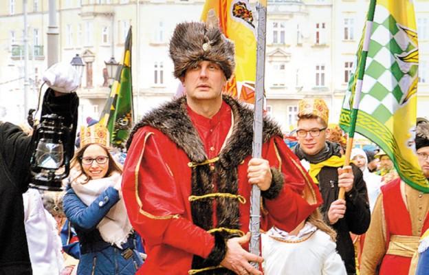 Andrzej Wierzgacz prowadzi Orszak Trzech Króli we Wrocławiu