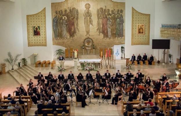 Orkiestra gra