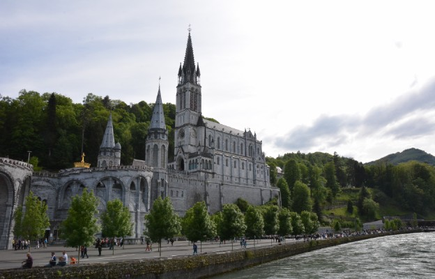 Pielgrzymi w Lourdes bez paszportów covidowych