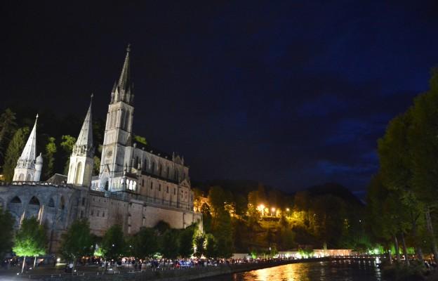 Francja: Lourdes będzie sanktuarium narodowym