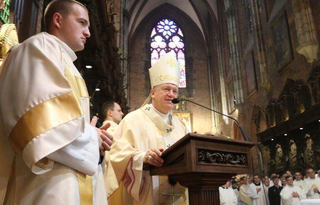 Abp Józef Kupny podczas jubileuszu w katedrze wrocławskiej
