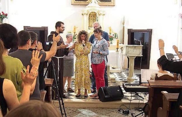 Modlitwa z Cieszynie z udziałem Sonji Corbitt (na środku)