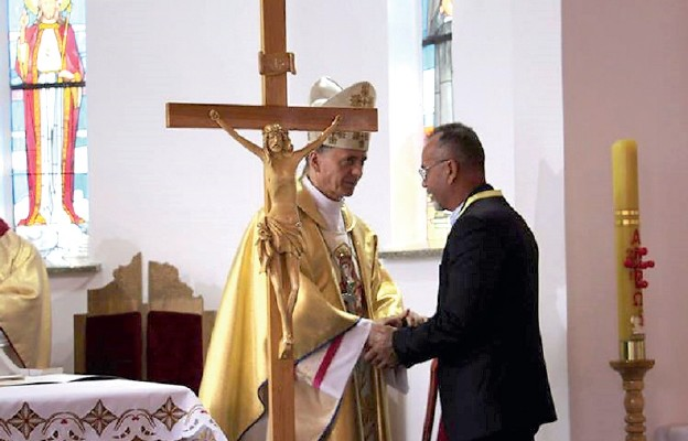 Poświęcenie ołtarza w kościele w Czechach