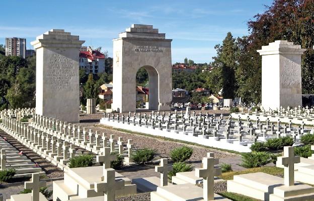 Lwów: modlitwa przy grobach Orląt i ofiar trwającej wojny