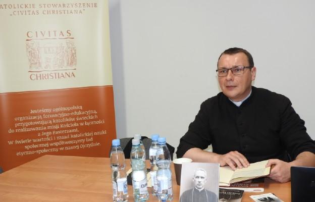 Ks. Krzysztof Irek promuje postać sługi Bożego bp. Zygmunta Łozińskiego