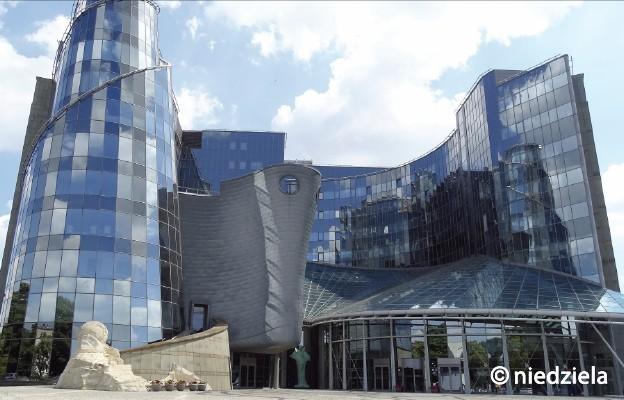 Siedziba TVP przy ul. Woronicza 17 w Warszawie, gdzie znajduje się również TVP Polonia