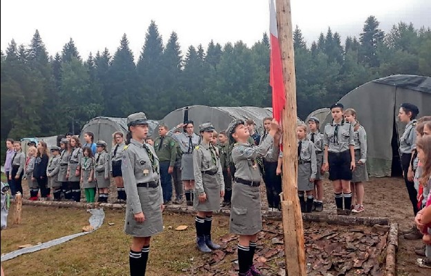 Harcerski obóz z Wałbrzycha rozpoczęty po Bożemu