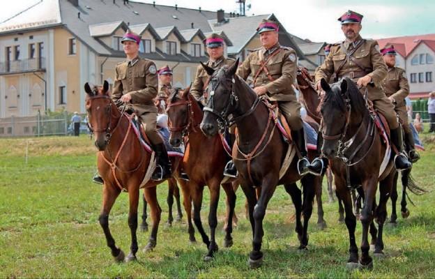 Pokazy kawalerii podczas Święta Wojska Polskiego w Siemiatyczach