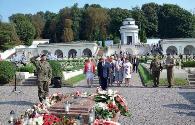 Uroczystości zadwórzańskie poprzedziło złożenie wieńców na Cmentarzu Orląt Lwowskich na Łyczakowie