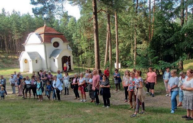 Podczas Drogi Krzyżowej na Kalwarii Wielewskiej