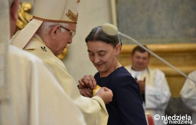Medal Pro Ecclesia et Pontifice dla Lidii Dudkiewicz, redaktor naczelnej