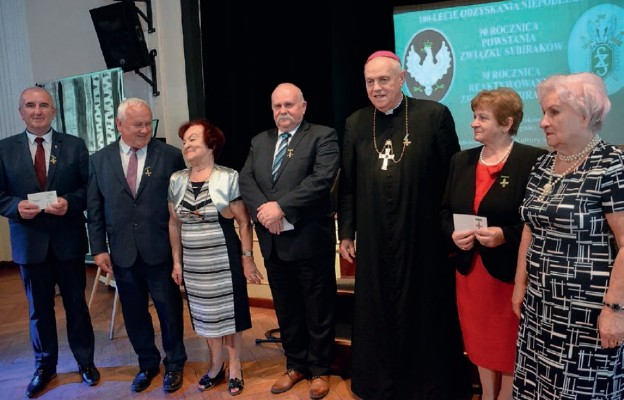 Biskup legnicki odznaczony Krzyżem Sybiraków