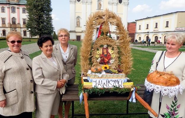 Patriotyczne dożynki w Krzeszowie