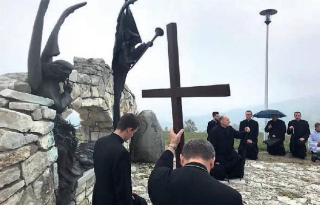 O świętych kapłanów i święte rodziny