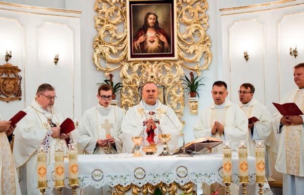 Bp Tadeusz Pikus przewodniczył Mszy św.