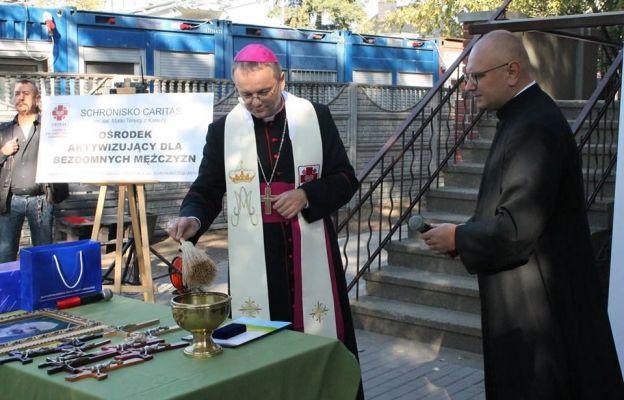 Bp Tadeusz Lityński poświęcił schronisko dla bezdomnych mężczyzn w Zielonej Górze