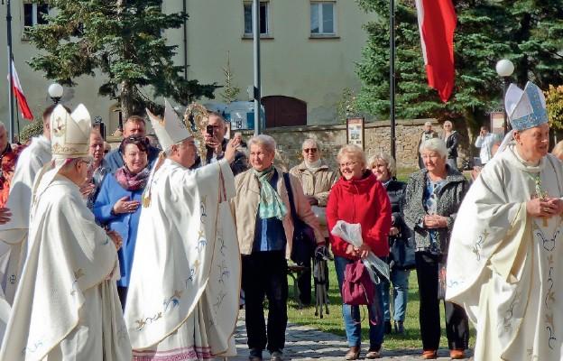Nuncjusz Apostolski wśród uczestników pielgrzymki Żywego Różańca