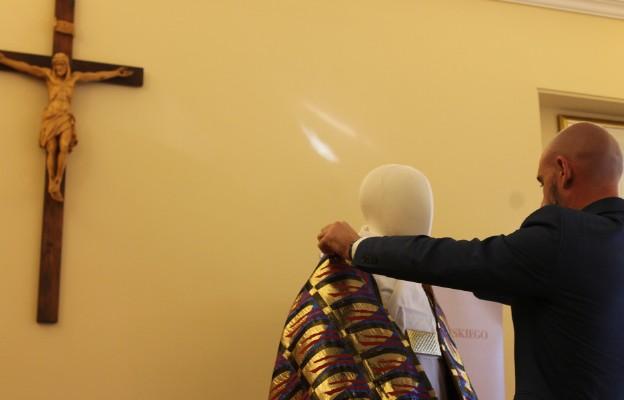 Prezentacja szaty Jana Pawła II