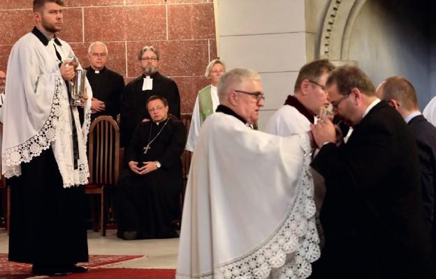 Dlaczego abp Ryś zdjął piuskę w czasie luterańskiego nabożeństwa?