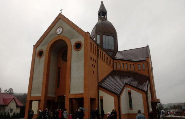 Nowy Sącz: poświęcenie nowego kościoła pw. św. Jana Pawła II