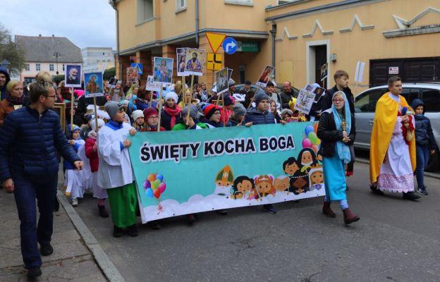 Ulicami Drezdenka przeszedł Marsz Wszystkich Świętych