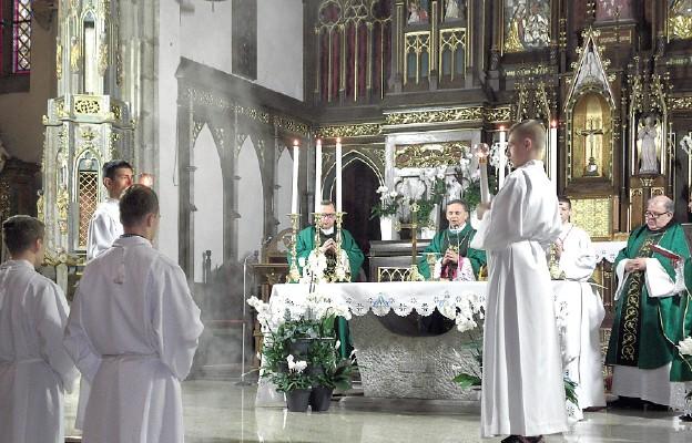 Uroczystości w strzegomskiej parafii przewodniczył bp Adam Bałabuch