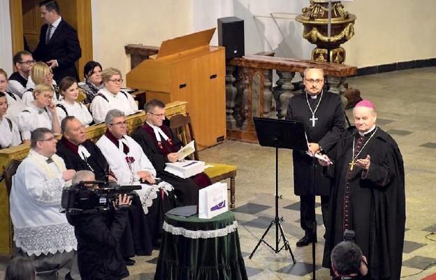 Uhonorowali Biskupa