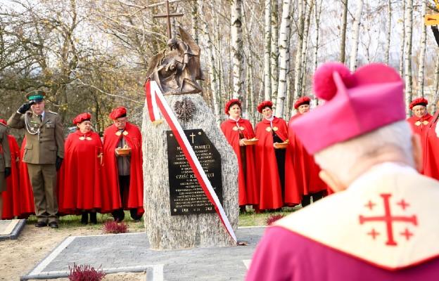 Poświęcenie Miejsca Pamięci na Kalwarii w Praszce