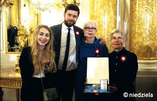 Zofia Kossak z Orderem Orła Białego