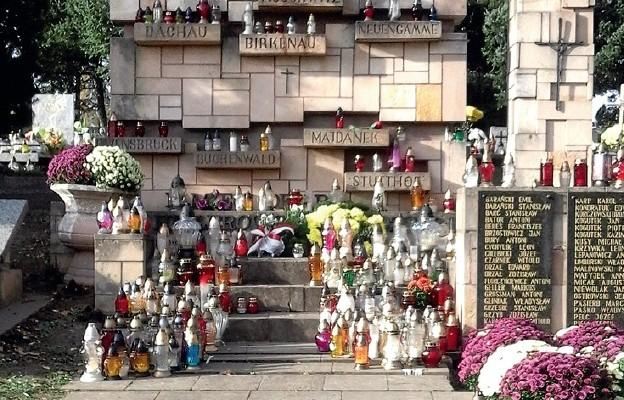 Wilkowyja... największy cmentarz w Polsce