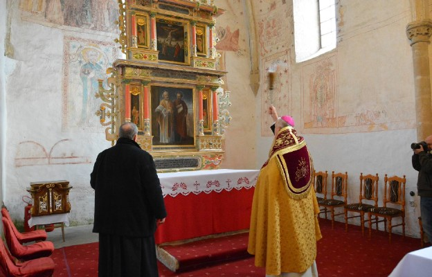 Poświęcenie zabytkowego ołtarza w Lubiechowej