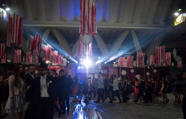 Bal rozpoczął tradycyjny polonez