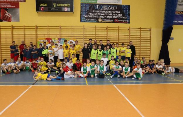 Uczestnicy turnieju piłkarskiego w Drezdenku