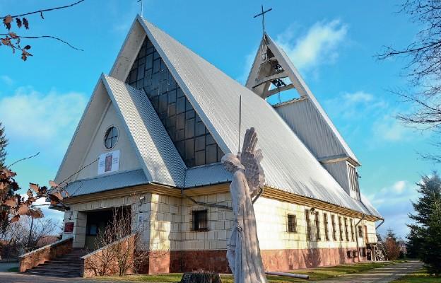 100 lat parafii Narama