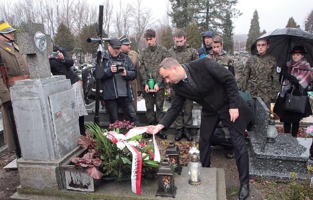 Ułani u grobu śp. por. Jana Dłutka