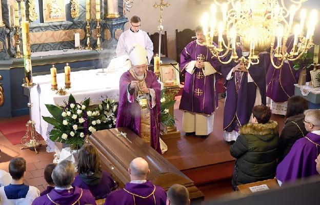 Do szaleństwa kochał kapłaństwo