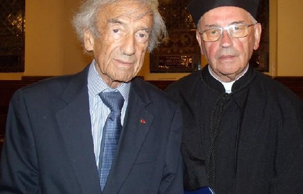 Elie Wiesel i Tadeusz Pieronek  podczas uroczystości doktorskiej