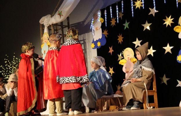 Jako pierwsze na scenie zaprezentowały się dzieci z Przedszkola Sióstr Elżbietanek w Zielonej Górze
