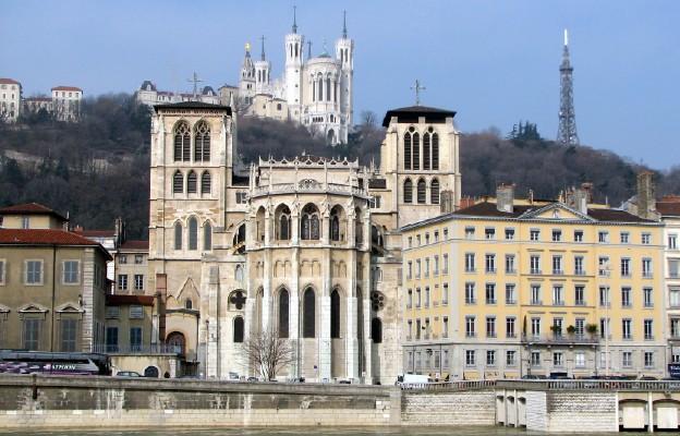 Katedra w Lyonie, a na wzgórzu Bazylika Notre-Dame de Fourvière