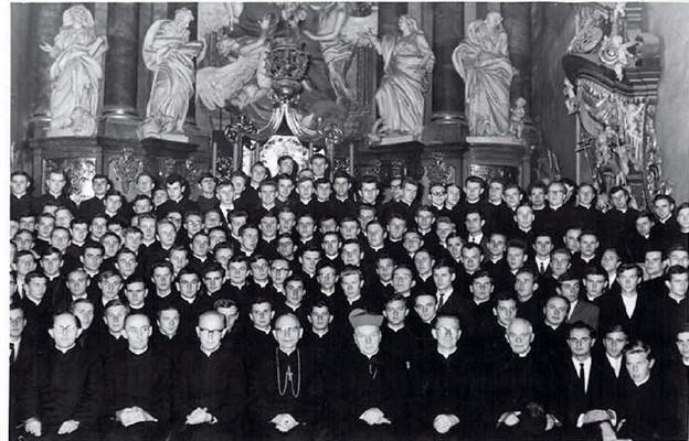 Klerycy żołnierze i kapłani oficerowie