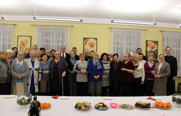 Uczestnicy spotkania opłatkowego w parafii Pierwszych Męczenników Polski w Gorzowie