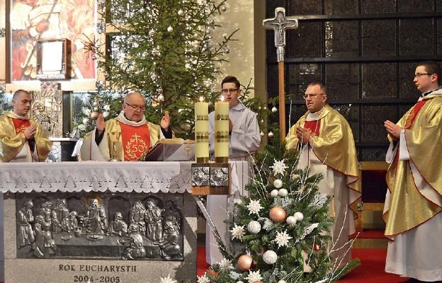 Koncelebrowanej Mszy św. przewodniczył jubilat – ks. Bogdan Schmidt