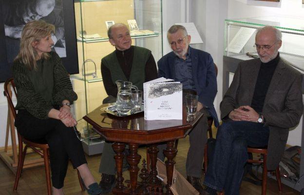 Zaproszeni goście podzielili się osobistymi wspomnieniami o artyście i jego pracy i chętnie włączali się w dyskusję z publicznością