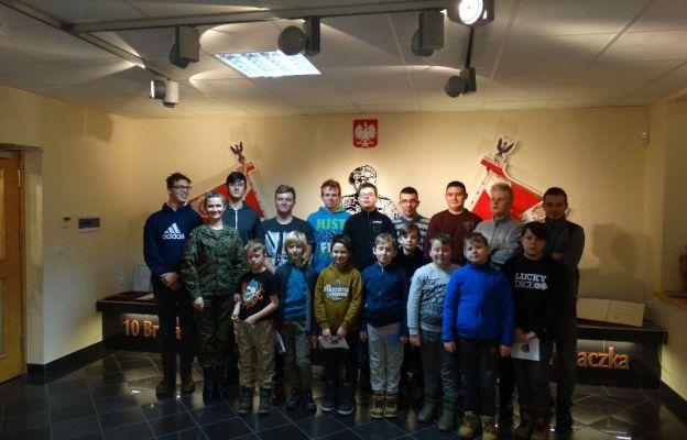 Ministranci z Żagania 23 stycznia uczestniczyli w wycieczce do jednostki wojskowej w Świętoszowie